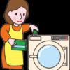 全自動洗濯機で洗濯をする主婦のイラスト