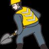 スコップを持った道路工事作業員